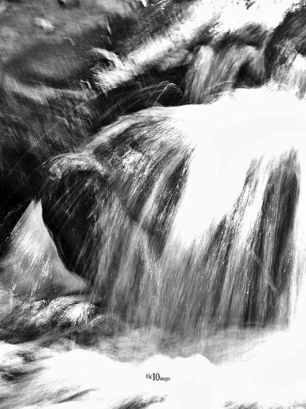 Fliessendes Wasser Auf Steinen Flowting Water On Stones I Flickr