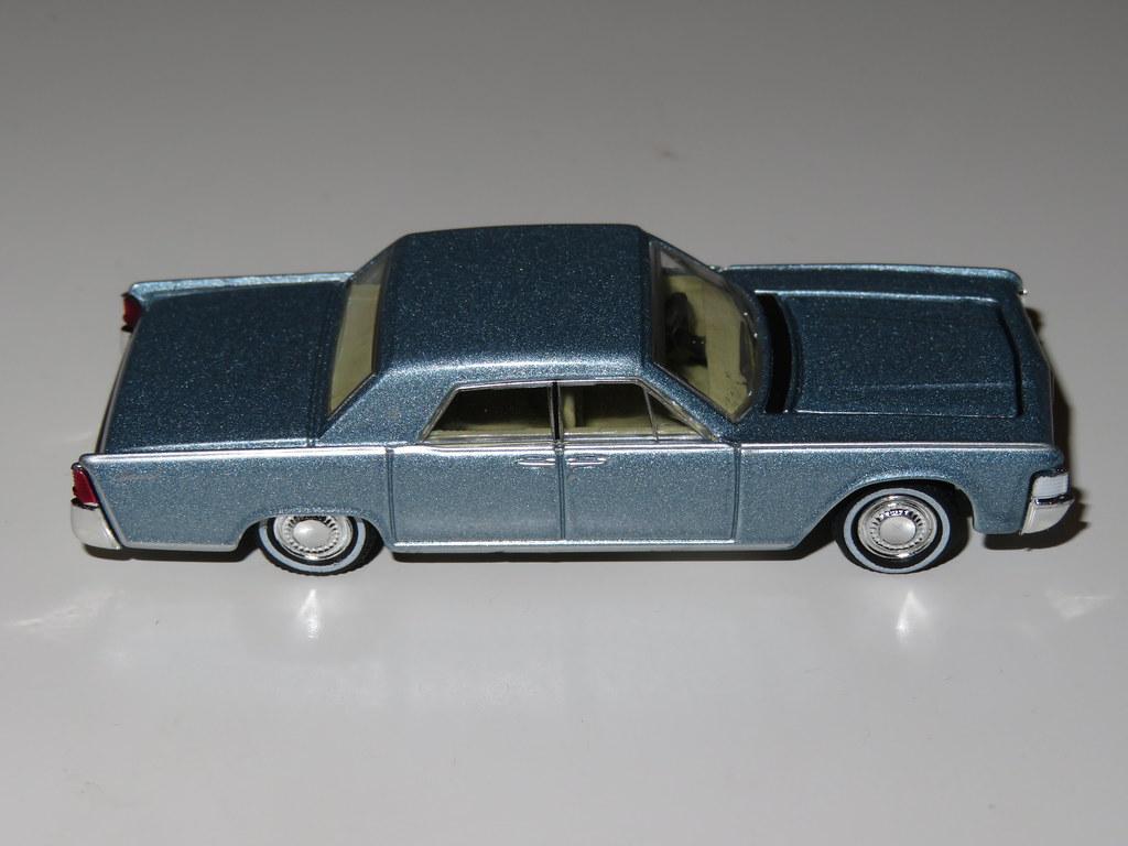 Gray Greenlight 1//64 1965 Lincoln Continental