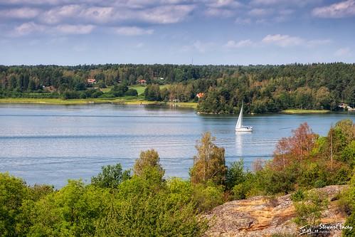 lakemälaren islands water colorefexpro4 sweden bluesky björkö ansgar unesco adelsö lightcloud summer birka nikfilters boat ansgarsmonumentet trees vikings worldheritagesite stockholmslän se