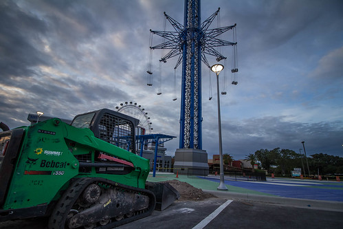 attraction ride height high tall blue orlando florida tourism tourist attractive internationaldrive wheel ferriswheel sunrise cannon photography outdoors construction dirt work road urban park