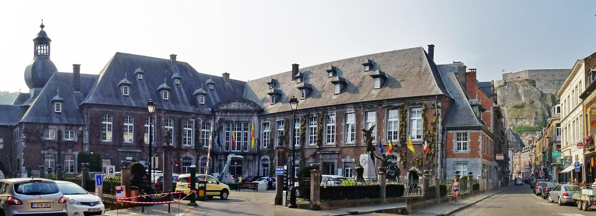 Ayuntamiento Monumento a las Victimas de Guerra Mundial Dinant Belgica