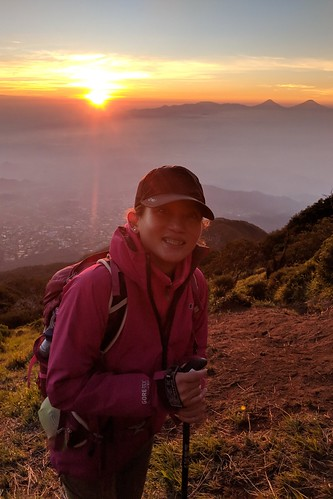 indonesia central java pulosari gunungsari slamet outdoor mountain volcano hiking trekking google pixel 2 xl landscape sky people sunrise
