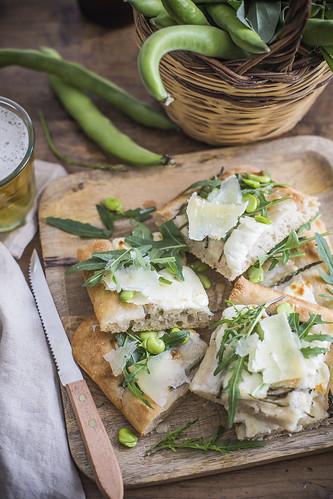 Pizza cona asparagi, fave e pecorino | by ileana_pavone