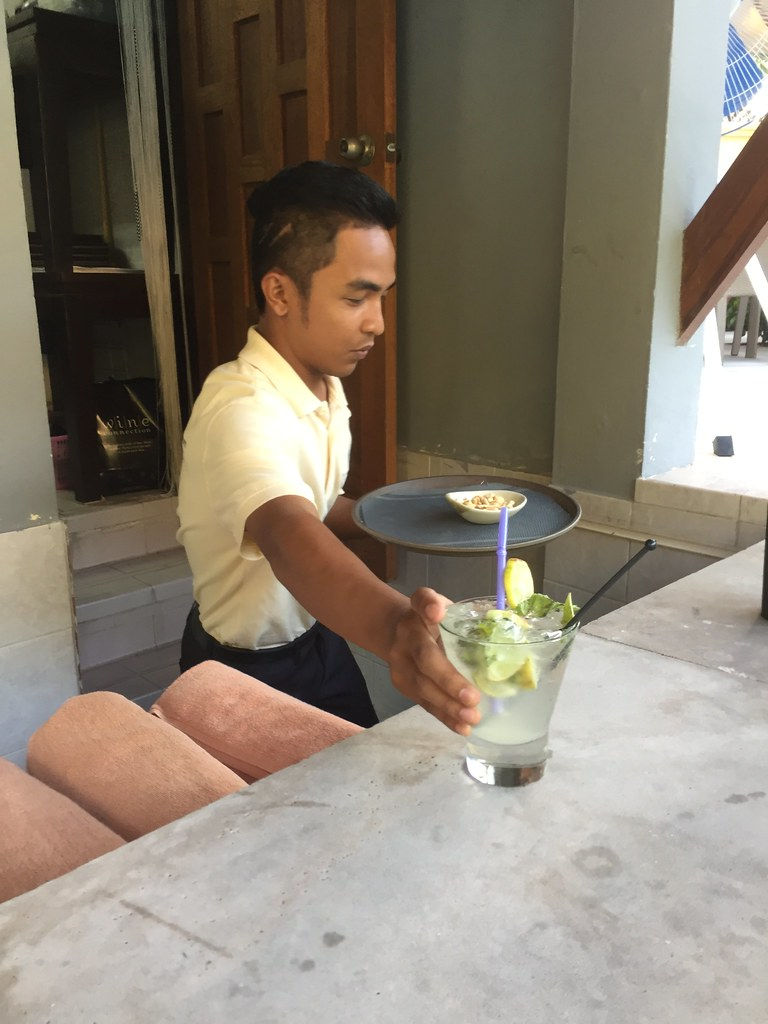 Sunset Beach Resort poolside bar_2