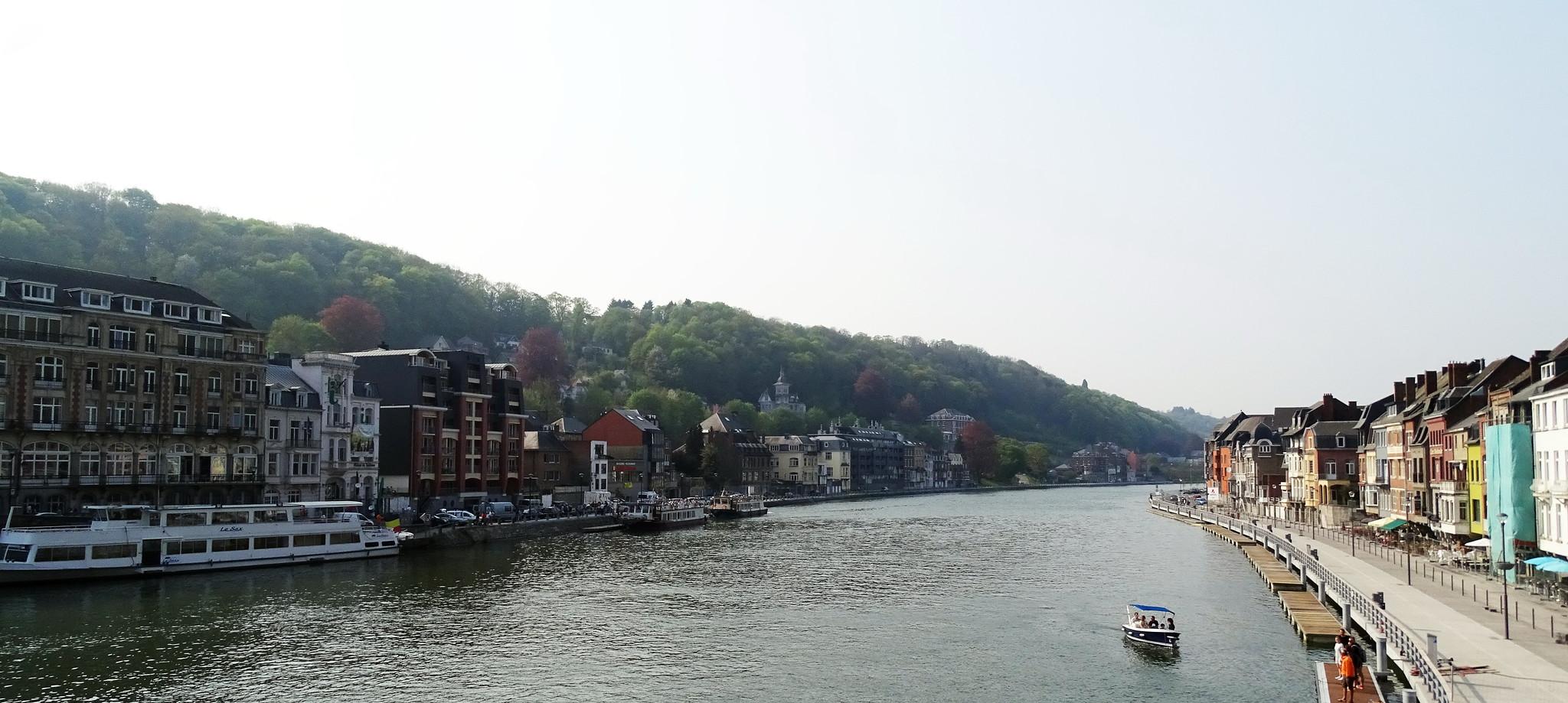 rio Mosa Dinant Belgica