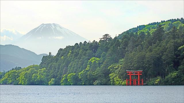 Le lac Ashi et le mont Fuji au crépuscule (Hakone, Japon)