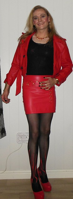 #blackandred #leather #miniskirt #highheels #bodystocking #smile #happygirl #gold