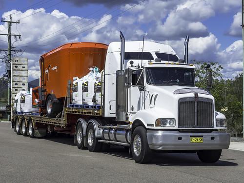 bulahdelahnsw kenwortht404 nswch24sn nsw newsouthwales australia olympusomdem10 paulleader vehicle truck australianroadtransport roadtransport roadhaulage road highway transport transportation australiantrucks aussietrucks roadfreight primemover lorry