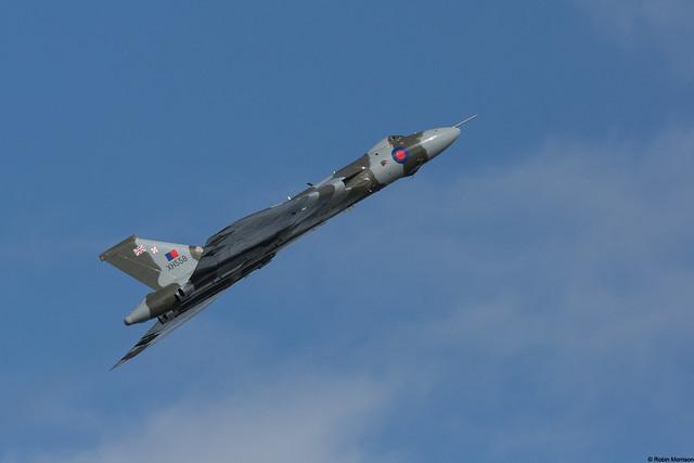 Vulcan XH588 1 of 4