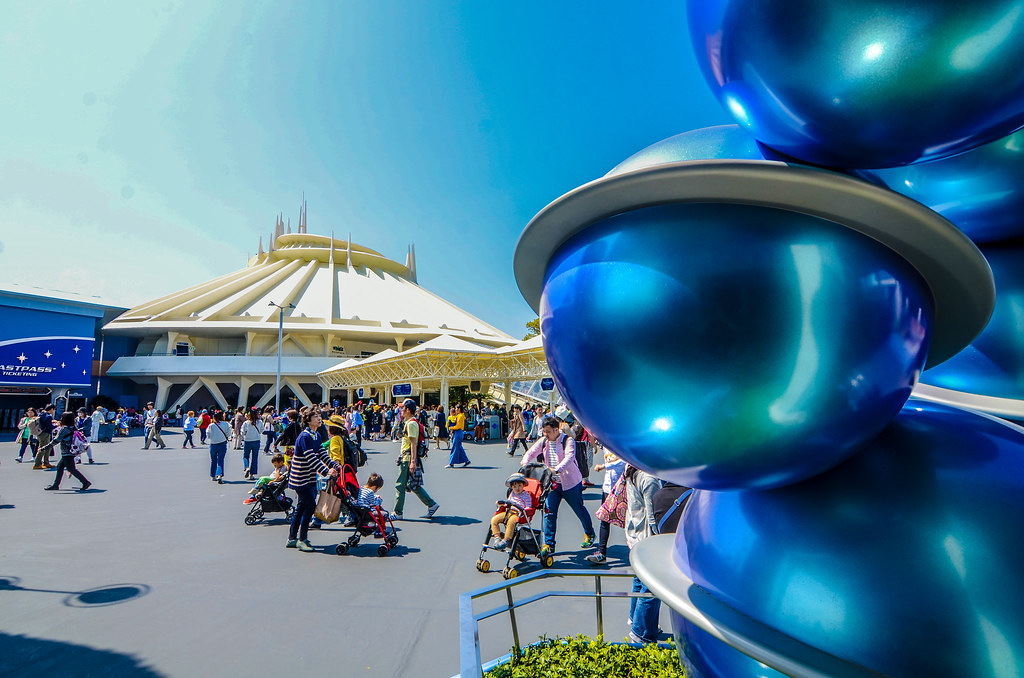 Space Mountain blue planets TDL