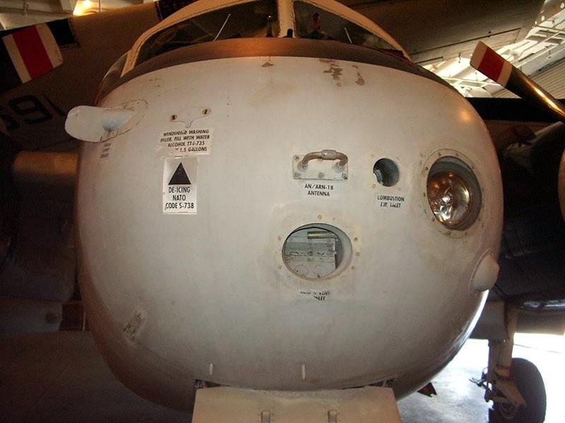Grumman US-2B Tracker 4