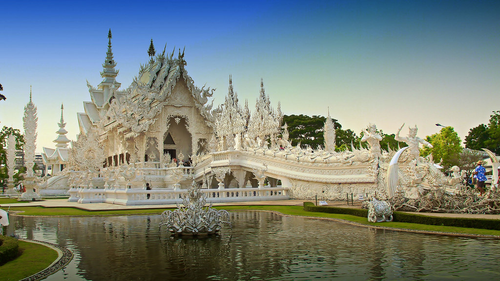 Wat  Rong Khun - White Temple in Chiang Rai, Northern Thailand