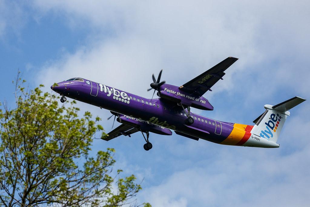 Zweimotorige Propellermaschine Landeanflug Auf Den Flughaf Flickr