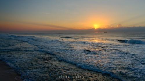 ocean seascape sunrise sea morning dawn sun outdoors water sky 169 waves ships horizon nikon d3400 photography 1855mm