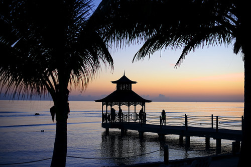 sunset palmtrees pier gazebo people reflections silhouettes waves peaceful night ropes posts ripples lovely beautiful pretty water ocean caribbeansea jamaica westindies caribbean flickrclickx