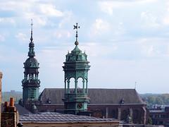 torre campanario del ayuntamiento y de Iglesia de St. Isabel Gran Plaza Mons Belgica