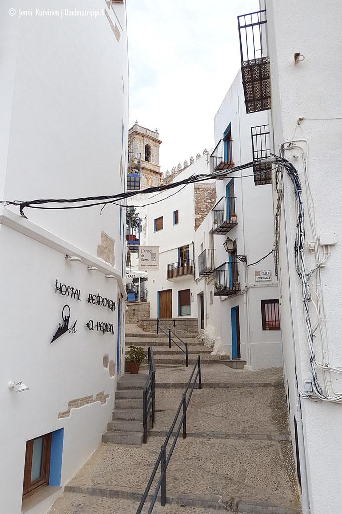 Valkoinen pikkukuja Espanjan Peñíscolassa