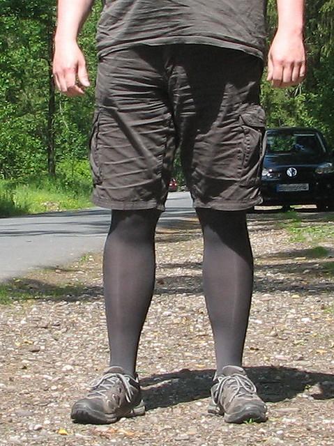 Strumpfhose   Als Mann eine Strumpfhose mit kurzer Hose