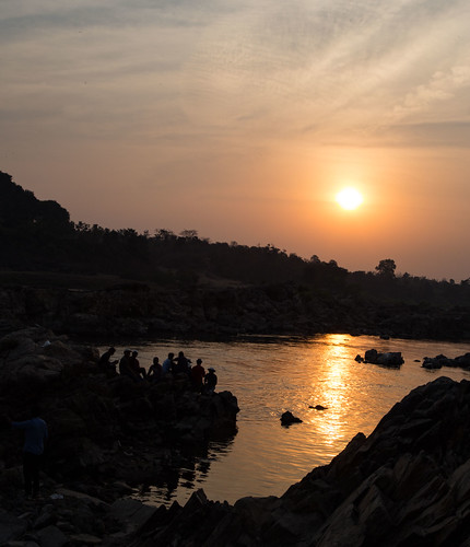 suset narmada river silhouette color skyline evening jabbalpur india tourist water reflection