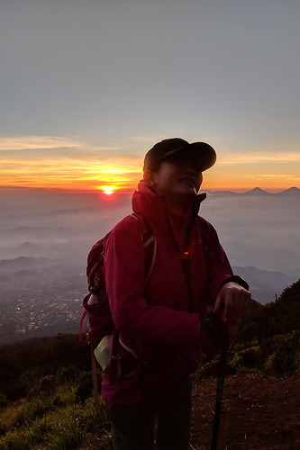 indonesia central java pulosari gunungsari slamet outdoor mountain volcano hiking trekking google pixel 2 xl landscape people sunrise