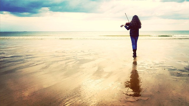 Ecouter la Mer ... Listen to the Sea ...