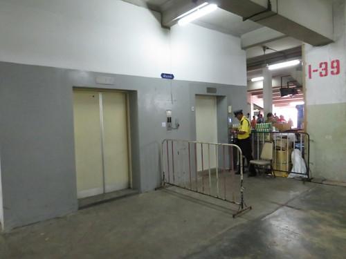 ロイヤルターフクラブ競馬場のエレベーター
