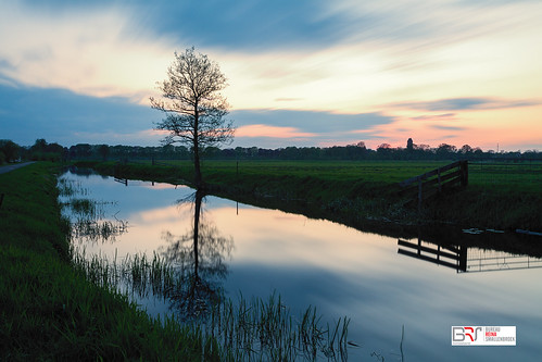 reinasmallenbroek leek polderleek nienoordleek groningen groningerwesterkwartier netherlands landscape landschap lee leelittlestopper le longexposure langebelichting water boom tree reflectie reflection sunset zonsondergang