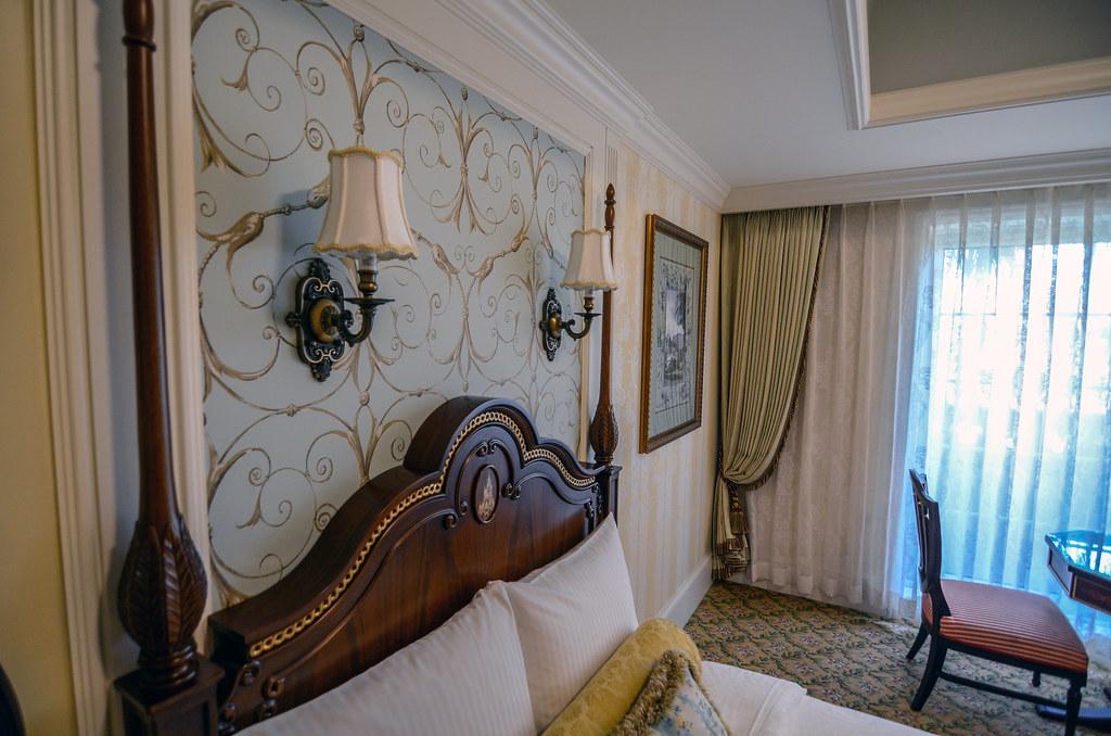 Tokyo Disneyland Hotel room lamps