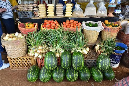 Puestos de venta de hortalizas y frutas en la carretera de Alhucemas