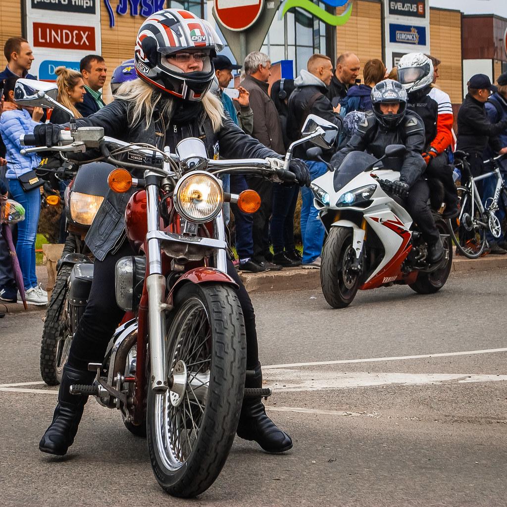 13:13:47 Cool motor bikes! О, девушка! И мотоцикл  DSC_7338
