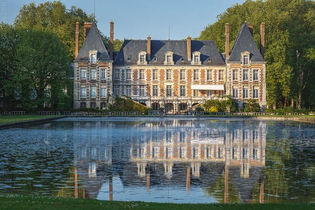 Château de Courances et son miroir d'eau (Courances Castle) - France