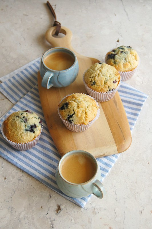 Muffins de coco, mirtilo e chocolate branco