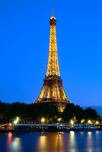 Eiffel Tower Lights   by szeke