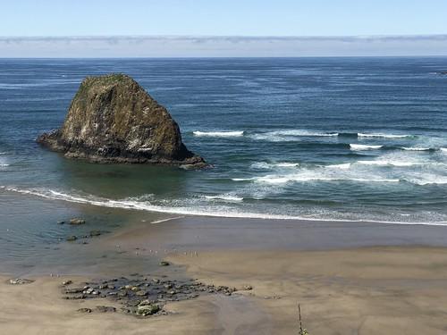 jockeycaprock pacificocean ocean rock cannonbeach coast oregon