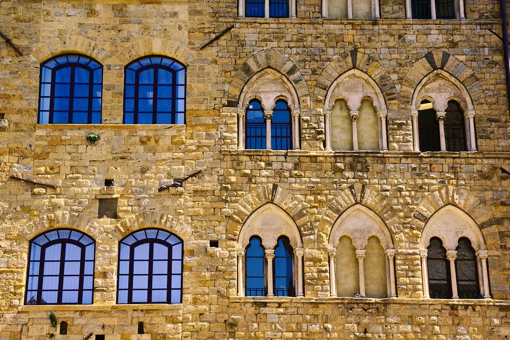 particolari punti di vista finestre del palazzo pretorio