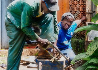 Helping each other in the garden, Nairobi | by Phil Gate Keeper
