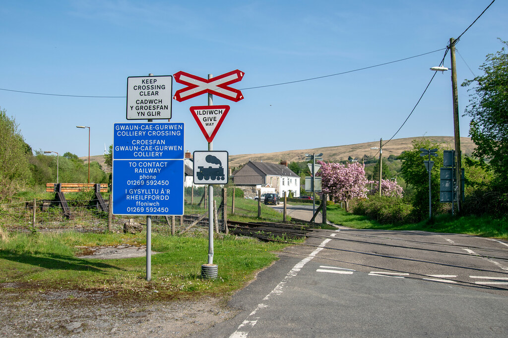 A rare unprotected level crossing | Daniel Dunn | Flickr