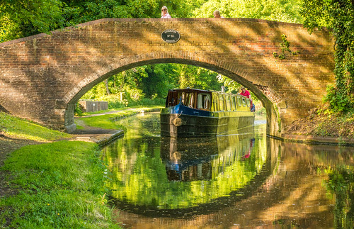 stourton kinver stafforshire england uk summerspring 2018 staffordshireworcestershirecanal canal waterways towpath bridge arch narrowboat brick reflections green outdoor landscape beauty serene peaceful nikon d7100 nikon50mmf18g tree trees grass water boat
