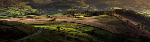 viewfromhiggertor eveninglight dappledlight spring derwentvalley derbyshire peakdistrict darkpeak