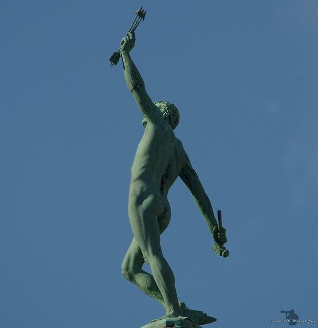 sheffield town hall vulcan statue