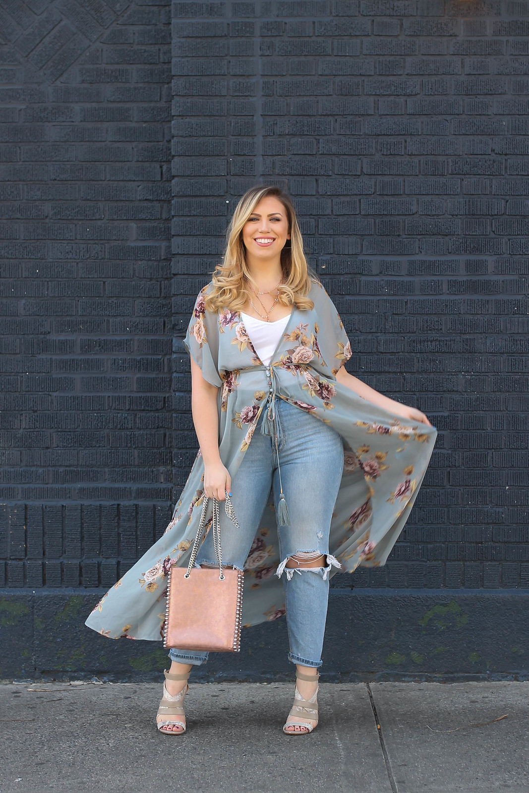 The Best Mom Jeans for Pear Shape Mid Size Bodies | Mom Jeans Outfit Summer | How to Style Mom Jeans | Spring Outfits | Mom Jeans Shopping Guide