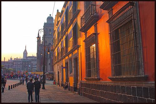 mexico df zócalo moneda calle naranja atardecer