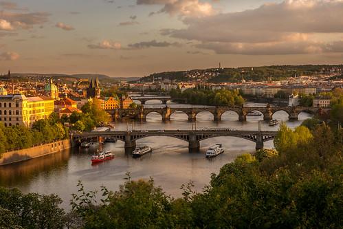 prag prague sunset sonnenuntergang czechrepublic tschechien bridge brücke charlesbridge karlsbrücke viewpoint goldeneslicht goldenlight