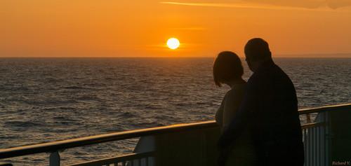 weymouth england royaumeuni gb amoureux admirant le coucher de soleil beautiful sunset