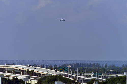 tampa international airport bay aircraft approach roads scenic