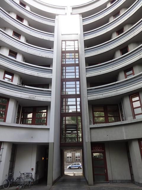1986/87 Berlin-W. Hofseite IBA-Wohn- und Geschäftshaus von Raimund Abraham Friedrichstraße 32-33 in 10969 Kreuzberg