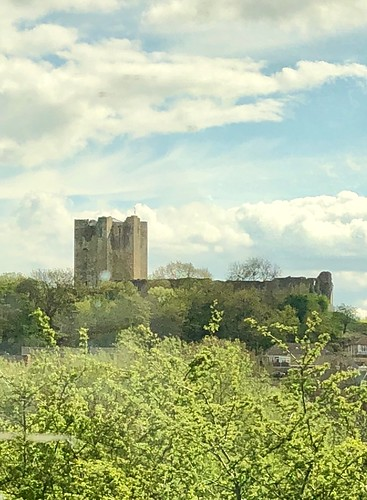 viewfromthetrain dearnevalley southyorkshire conisboroughcastle may2018 iphone8