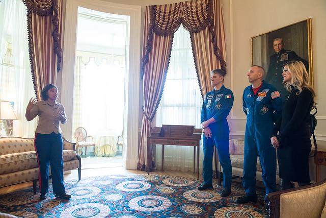 Astronauts Randy Bresnik and Paolo Nespoli Visit Marine Corps Barracks (NHQ201805070005)