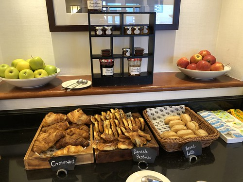 Marriott London Marble Arch - Executive Lounge Breakfast   by Travel Guys