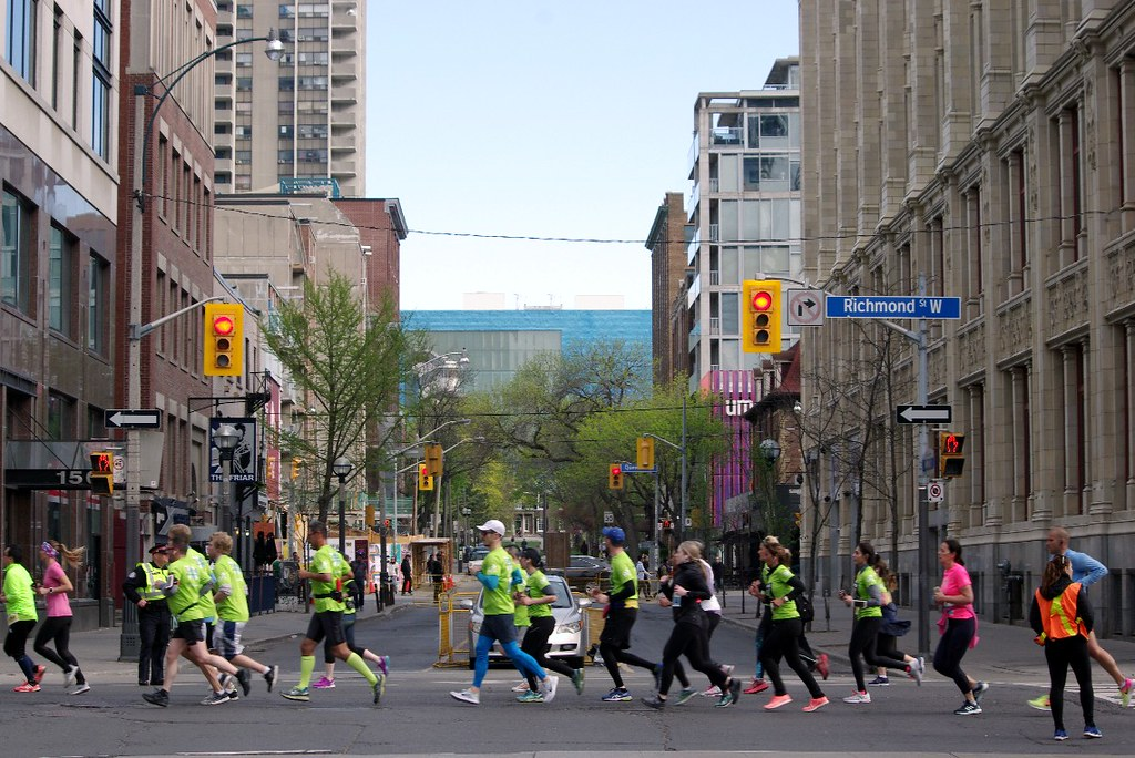 e890ad4ade18d 2018 Sporting Life 10k Toronto | Richmond St. West & John St… | Flickr